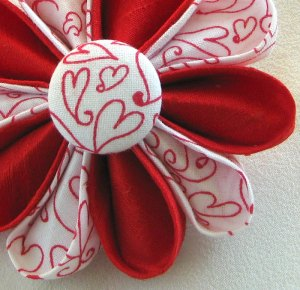Dorothy Designs Flower Pin Mothers Day