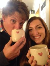 Set of personalised wedding cups with the giftees - Photo by AH